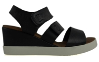 EVERYTHING-BLACK-sandals-Traffic Footwear